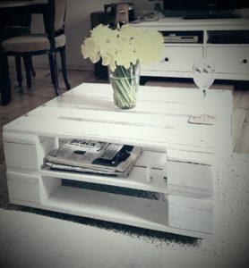 Biały stolik kawowy z palet