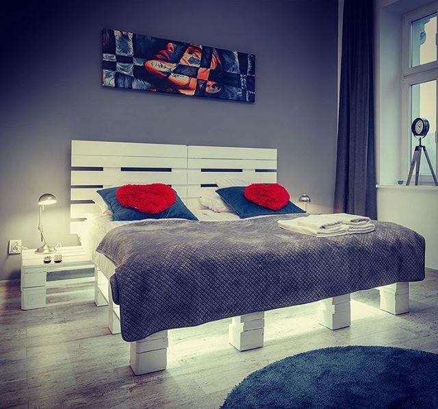 łóżko Z Palet Eacreatoins Meble Z Palet