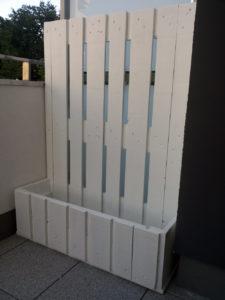 Kwietnik z palet na balkon