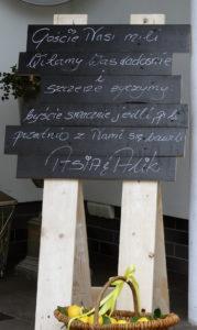 Tablica informacyjna dla gości