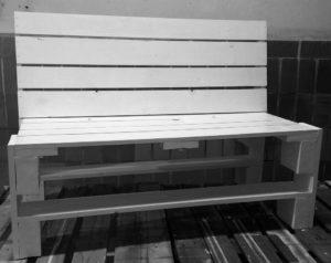Ławka z drewna paletowego