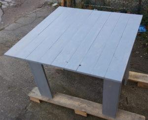Stół z drewna paletowego