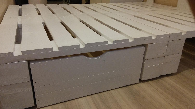Łóżko z palet | EACREATOINS - meble z palet