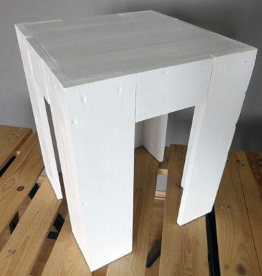 Nocny stolik z palet